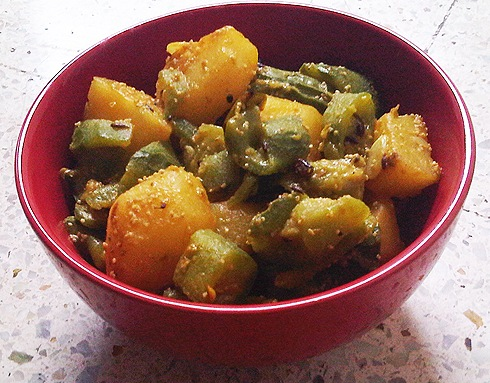 Ridge Gourd Potato Curry with Poppy Seed Paste