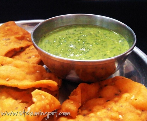Pudina Chutney: Mint and Yogurt Dip