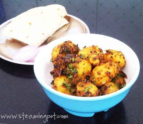 baby-potatoes-onion-methi-masala-490