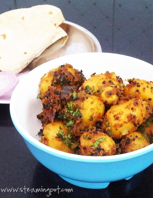baby-potatoes-onion-methi-masala-closeup