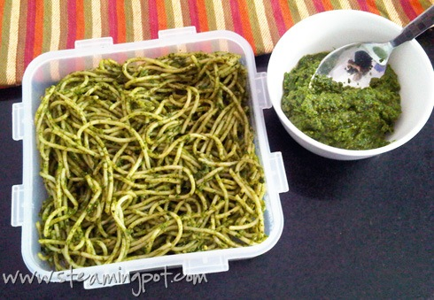 mixing-pesto-with-spaghetti