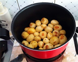 baby-potatoes-pan-frying