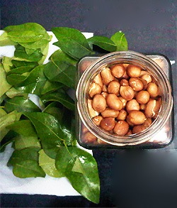 roasted-peanuts-curry-leaves