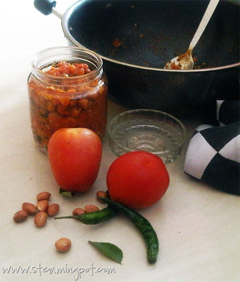 Tomato Ginger Chutney with Roasted Peanuts