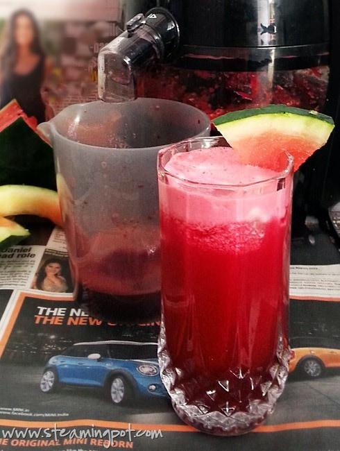 Juicer with Fresh Fruit Juice
