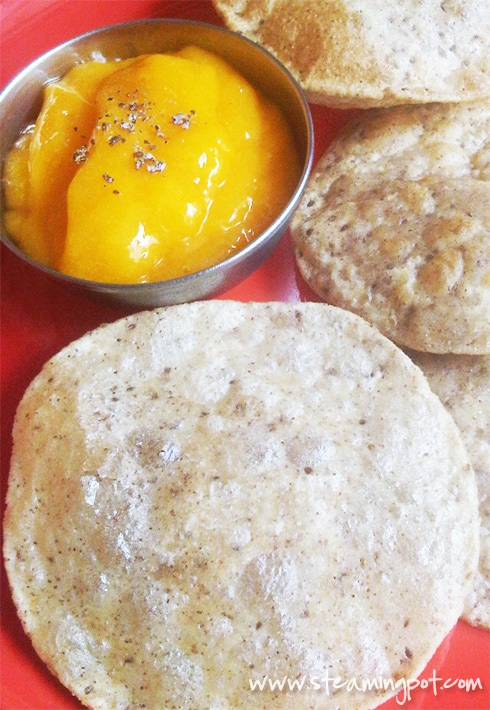 Aamras (Flavored Mango Pulp) with Pooris