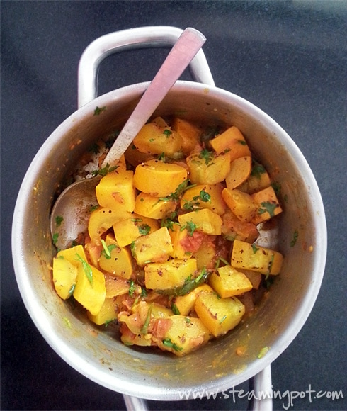 Zucchini and Tomatoes Curry