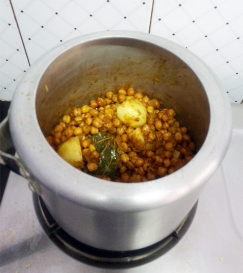 Potatoes and Black Chickpeas Pressure Cooker